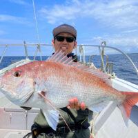 タイラバ 釣果|タイラバ JET フラットサイド モスグリーン150gで良型真鯛73cmを釣り上げ、ニンマリ! タイラバヘッドのカラーローテーションが効いて釣果に直結!